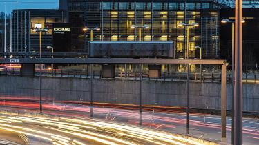 Danmark fraskriver sig nøglen til globaliseringen, når man sælger ud af offentlige infrastrukturvirksomheder. Især fordi Danmarks mulighed for at 'brande' sig ved at bruge selskaberne til at fremhæve vores styrkepositioner formindskes, mener kronikøren.