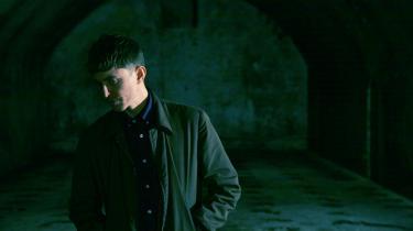 Jens Berents Christiansen formår med sine kompositoriske evner som en af de få at gøre elektronisk musik særegen under navnet Rumpistol. På sit fjerde soloalbum blander genrer sig i selskab med både de elektroniske toner og akustiske instrumenter.