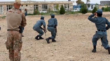 Trods mistanken om udbredt fangemishandling i Afghanistan har den danske elitestyrke Task Force 7 siden februar 2012 haft ret til at tilbageholde og udlevere fanger til de afghanske myndigheder. Det fremgår af et juridisk notat til Folketinget.
