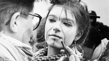 Unge demonstrerer imod atomvåben under en påskemarch i 1987. Påskemarcher blev arrangeret af vestlige fredsbevægelser under og efter Den Kolde Krig. Den første serie af marcher var i 1960'erne, og den anden var efter NATO's dobbeltbeslutning i 1979.