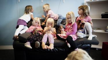 Vil det gå udover børnene, hvis børnepasningen udliciteres til private? Det frygter offentligt ansatte, som mener der findes mange eksempler på netop det.