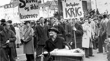 Københavnere demonstrerer på Slotspladsen ved Christiansborg mod oprustning