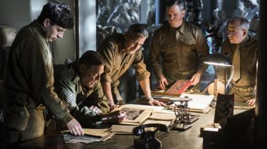 'Monumenternes mænd' er baseret på virkelige begivenheder og handler om en håndfuld kunst- og arkitektureksperter, som i slutningen af Anden Verdenskrig forsøger at redde de kunstskatte, som nazisterne begynder at ødelægge, da de indser, at de er ved at tabe krigen