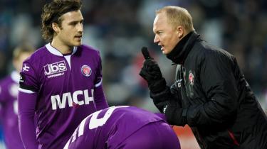 Satser. Erik Sviatchenko får instruktioner af træner Glen Riddersholm under opgøret mod OB sidste weekend. I den kommende sæson satser FC Midtjylland hele på butikken på at vinde guld.