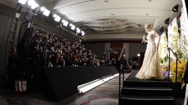 Australske Cate Blanchett vandt for sin rolle i Woody Allen-filmen Blue Jasmine. Her viser hun statuetten frem for pressen
