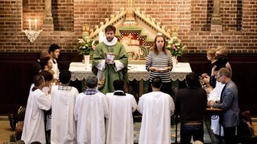 Gudstjeneste med dåb af konvertitter i Apostelkirken på Vesterbro. Personerne har valgt at forlade islam for at blive kristne og dermed også blive døbt.