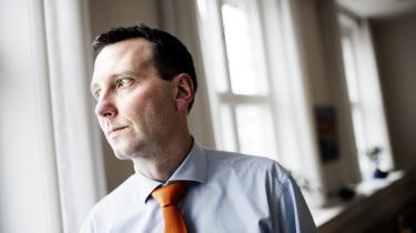 Nick Hækkerup spurgte i 2010 om forholdet mellem EU-retten og VK-regeringens optjeningsprincip for børnechecken, men i svaret henviste Skatteministeriet til en EU-dom, som ministeriet selv tidligere havde stillet  spørgsmålstegn ved.