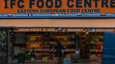 Også briterne diskuterer heftigt velfærdsturisme. London er en stor magnet for østeuropæere, der arbejder for en højere løn end hjemme i servicefag og i byggebranchen. Her ses et supermarked, der tilbyder madspecialiteter fra det meste af Central- og Østeuropa.