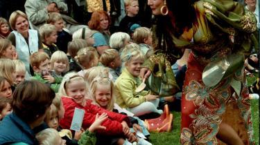 Når børn ser teater, sanser og oplever de på stedet, og bagefter er de ofte mere optagede af, hvad der skete, end om det var godt eller dårligt.