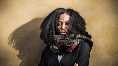 Taiye Selasi, britisk forfatter og fotograf, er født i 1979. Hun er uddannet på Yale og bor i dag i Rom. 'Gå væk, Ghana' er hendes debutroman.