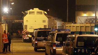 Konflikt. I årtier har transporterne af atomaffald været politisk sprængfarlige. Her ankommer endnu en transport til anlægget i Gorleben under massive sikkerhedsforanstaltninger.
