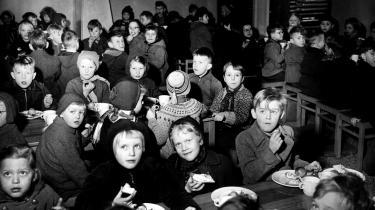 Velfærdsstaten skulle skabe bedre livs-betingelser for hele befolkningen. Skolebespisning for alle, der blev indført i 1948, var en del af denne kamp.