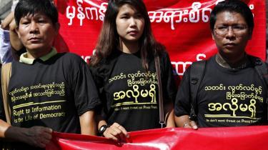Myanmarske journalister demonstrerede tidligere i år i Yangon for pressefrihed og mod fængselsdommen, som journalisten Ma Khine fik for bagvaskelse.