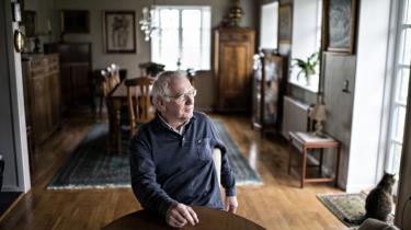 Professor Bent Jensen kalder den tidligere PET-chef Jakob Scharfs forsøg på at ændre hans sikkerhedsgodkendelse for en 'plump og ubegavet' manøvre, som kunne have fået store konsekvenser for færdiggørelsen af Jensens forskningsprojekt.