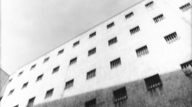 Anstalten i Kumla er Sveriges mest sikre fængsel, hvor 450 mordere, røvere, smuglere og voldsmænd afsoner deres straffe.