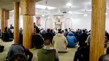 Under angreb. Moskeen i det vestlige Aarhus bliver anklaget for at rekruttere unge til krigen i Syrien. Det afviser moskeens ledelse: Vi forklarer de unge, at det strider mod islams regler, siger den.