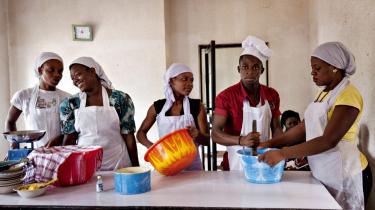 Ngo'en Idia Renaissance tilbyder uddannelsesforløb til unge kvinder, der er er potentielle ofre for trafficking. Men skolepapirerne beskytter ikke de unge mod den mur af ingenting, som gør dem modtagelige for menneskehandlerne.