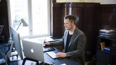 Charlie Nielsen er direktør for og stifter af webbureauet Divendo. Han frygter, at Den Europæiske Patentmyndighed (EPO) vil lade store virksomheder som Microsoft tage patent på software og bremse den vidensdeling, der er softwarebranchens motor.