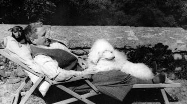 Gertrude Stein og pudlen Pépé i Bilignin, Frankrig, 1946
