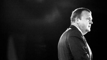 Lars Løkke Rasmussen er kommet i politisk modvind, efter det er kommet frem at hans parti har betalt for tøj for 152.000 kroner og en ferierejse for formandens kone og søn