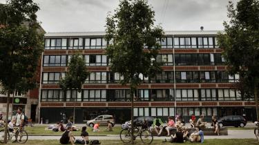 Vesterbro kan stadig være en fantastisk mosaik af mennesker og oplevelser. Der er loppemarkeder, kirker og liv i sprækkerne, selv om de i stigende grad udspartles.   Her Sønder Boulevard, der før gik under navnet 'Den Onde Boulevard', men som har undergået en forvandling de senere år.