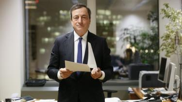 Præsidenten for Den Europæiske Centralbank, ECB, Mario Draghi (foto), har skærpet snakken om et europæisk obligationsopkøbsprogram (Quantitative Easing). Og debatten er taget til, efter Jens Weidmann, præsident for Deutsche Bundesbank, uventet har bakket op om ideen.