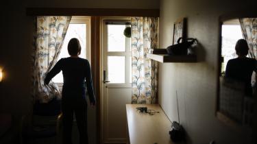 På Borgestadklinikken i Porsgrun uden for Oslo har man en lukket afdeling for gravide misbrugere, som bliver tvangsindlagt til behandling for at beskytte fostret. Nu overvejer Danmark at indføre den samme mulighed.