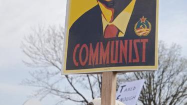 Den amerikanske højrefløj har ofte karakteriseret Barack Obamas politik som 'rendyrket kommunisme' – som demonstreret her ved et Tea Party-arrangement i Detroit.