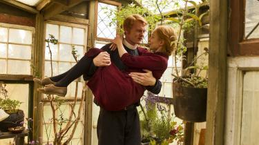 Fremragende skuespillere som Peter Plaugborg og Sonja Richter kæmper med den klodsede, betydningsladede dialog og med personskitser, der uretmæssigt påberåber sig dybde i Simon Stahos 'Miraklet'.