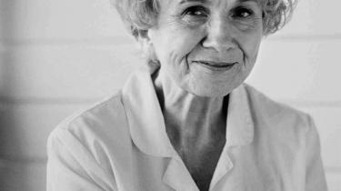 I 'Livet' fortæller 81-årige Alice Munro for første gang om sin egen barndom.