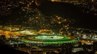 Hvad angår selve stadionbyggeriet, er det værd at se på de store gevinster, Brasilien høstede, da landet i 1950 var vært ved VM. Dengang byggede man verdens største fodboldstadion, Maracanã, i Rio de Janeiro. I dag er det et af byens vartegn og hjemsted for forskellige sportslige og kulturelle begivenheder.