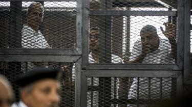 Retssagen mod disse tre journalister, der blev dømt i går i Egypten, har vakt stor opsigt. Men samtidig bliver andre borgere passet op på gaden og uden rettergang sendt til et hemmeligt fængsel, hvor de udsættes for systematisk tortur