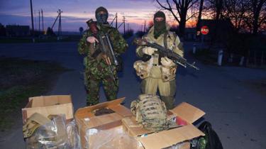 Ukraines hær er i så elendig forfatning, at mange soldater selv må indkøbe uniformer – men der er hjælp på vej: Ved crowdfunding over internettet er der kommet gang i en folkeindsamling, der bl.a. også skal finansiere køb af en 'Folkets Drone'