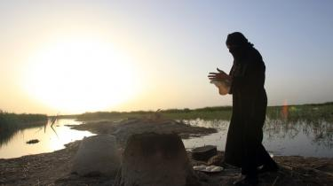 En marsk-araber i det hastigt svindende delta mellem Eufrat og Tigris. De stridende parter i Irak kæmper blandt andet om kontrol med dæmninger, som er et af de strategisk vigtigste mål i krigen.