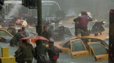 Roland Emmerichs katastrofefilm 'The Day After Tomorrow' fra 2004 falder under definitionen cli-fi. Det mener Gregers Andersen, der netop har afleveret ph.d.-afhandling om emnet. Forklaringer er, at filmen eksplicit anvender menneskeskabt global opvarmning i plottet. Pr-foto fra filmen