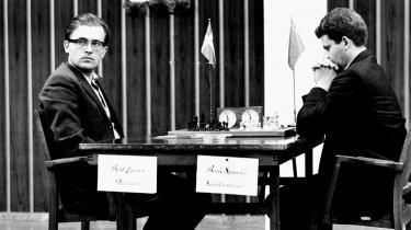 Bent Larsen (t.v.) i skakduellen mod russeren Boris Spasskij i Malmø i VM-semifinalen i 1968. Han tabte 2.5 - 5.5. Spasskij gik videre og vandt verdensmesterskabet.