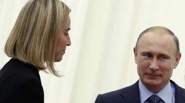 Italiens udenrigsminister, Federica Mogherinis besøg i Rusland den 9. juli hos Vladimir Putin, og at landet har været tøvende i forhold til at støtte sanktioner mod Rusland, var årsagen til, at østlandene ikke kunne bakke op om hende til en EU-post.