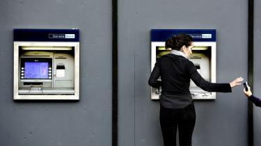 Danske Bank har haft succes med applikationen Mobilepay, men ifølge en bankanalytiker har kunderne lav tolerancetærskel over for nye fejl, før de skifter bank.