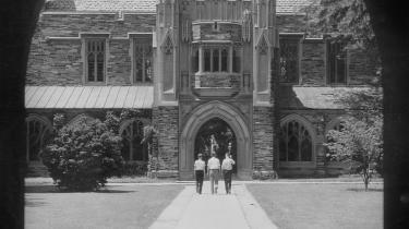 Princeton i starten af det 20. århundrede præsenteres i Oates' optik som en skillevej for nationen.