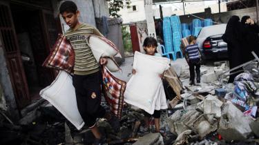 Som efter tidligere konflikter mellem Hamas og Israel skal det internationale samfund endnu en gang samle ind til at opbygge præcis samme veje, huse, hospitaler og skoler som efter tidligere konflikter.