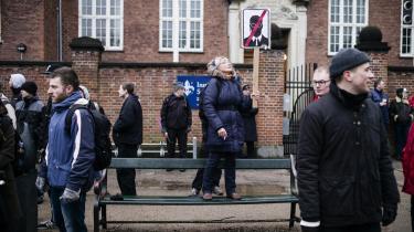 Demonstration foran den amerikanske ambassade på Østerbro i København mod masseovervågning tidligere i år. Med finansloven har regeringen igen øget bevillingen til FE – penge der især skal bruges på nyt, dyrt udstyr. Enhedslisten vil vide, om det udstyr skal bruges til øget masseovervågning.