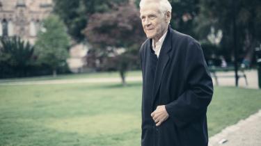 Kulturmøder står centralt i den svenske forfatter Carl-Henning Wijkmarks forfatterskab. Også personligt har han altid trivedes bedst i de frugtbare overgange.