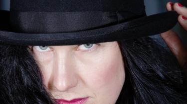 Lone Hørslev har skrevet en historisk roman om Marie Grubbe og hendes fald ned gennem samfundslagene. Men stemningen i fortællingen slingrer hid og did.