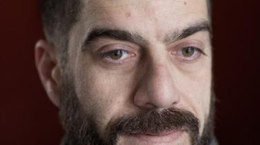 43-årige Elias Karkavandi frygter, at han vil tabe sagen i Østre Landsret, så kan det nemlig betyde, at han skal flytte tilbage til et firemandværesle i Sandholm, for så må han ikke arbejde, men skal leve for omkring syv kroner om dagen