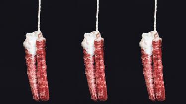 Selv om kropsvæsker som tis, lort og mensesblod længe har været brugt af kunstnere i forhold til at undersøge og overskride grænser, er menstruationen stadig stærkt tabuiseret. Men hvorfor er den det? Information tager et kig på menstruationens kulturhistorie