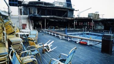 Færgen Scandinavian Star var netop sat i sejlads på ruten Oslo-Frederikshavn, da den første af flere påsatte brande brød ud natten til den 7. april 1990. 159 personer mistede livet, heriblandt 25 børn under 15 år.