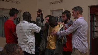 I 'God Loves Uganda' følger vi en gruppe unge, amerikanske missionærer fra den gigantiske, evangeliske kirke International House Of Prayer på deres rejse til Uganda, hvor de skal 'høste afrikanske sjæle'. De advarer om, 'at tilladelse af homoægteskaber vil befri en ånd mere dæmonisk end islam, en lovløshedens og anarkiets ånd, og et seksuelt vanvid vil blive sluppet løs på jorden'.