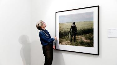 'På mange måder er fotografi og filmindspilning hinandens antitese. Som fotograf kan jeg være helt alene. Men som filminstruktør er jeg helt og holdent afhængig af mange andre mennesker,' siger Wim Wenders, hvis fotografier oftest er mennesketomme.