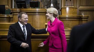 Den seneste dage har vist at danskerne ved det kommende valg skal vælge mellem Bykongen og Verdenskvinden. I går hilste de på hinanden ved Folketingets åbning.