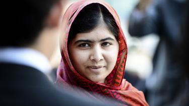 Pakistanske Malala Yousafzai (billedet) var den ene af de to modtagere af Nobels fredspris i går, men prisen burde slet ikke være uddelt i år, mener flere eksperter. 19 gange tidligere i historien har nobelkomiteen valgt ikke at uddele prisen.